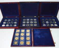 World - Lot of coins and medals from various years and countries (48 pieces) in canteens
