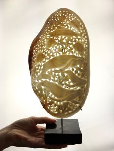 Large engraved, freshwater Mother of Pearl Mussel shell on stand - 31.5 x 16cm