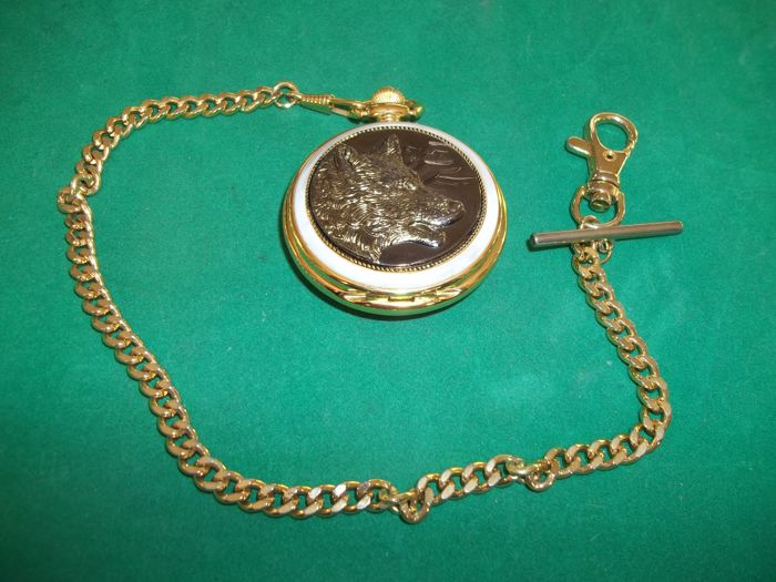 Franklin Mint Wolf Pocket Watch with Chain -International Wolf Center - 24 k gold plated - in very good condition.
