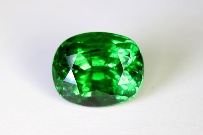 Green Tsavorite - 5.31 ct