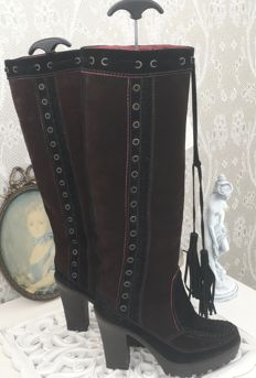Yves Saint Laurent- Diane boots