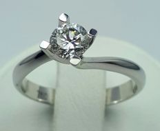 18 (750) ct White Gold Engagement Ring Wit A Solitaire Diamond of 0.54 Ct,Size :17mm,  *** HRD JEWELLERY CERTIFICATE ***