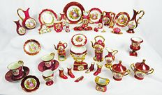 Limoges France - 59-piece porcelain miniatures lot. All in good condition (except for 1 dish, see photos)