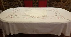 Antique tablecloth for 6/8 persons hand embroidered in cross stitch and crochet - 6 large napkins - 235 cm x 157 cm - no reserve