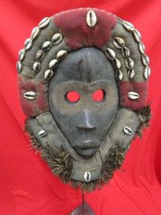 Gunyeya or Gunyege DAN racing mask - Liberia - 2nd half of the 20th century