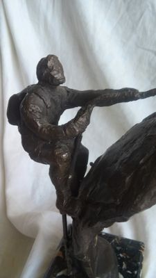 Boas - bronze statue of a mountaineer
