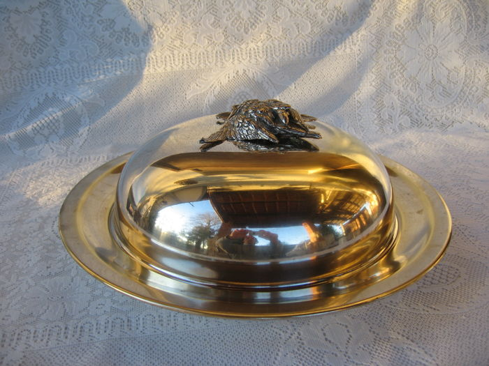Large silver plated serving dish with lid and detachable handle with 2 swans, Italy, 20th century