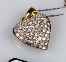 18 kt yellow gold chain and heart-shaped pendant, studded with diamonds totalling 0.90 ct