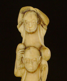 Antique ivory statue three monkeys peach, marked - Japan - 19th century