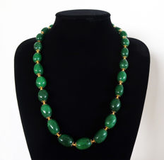 Necklace of large polished emeralds with 14 kt gold clasp - 63.5 cm - 765 ct