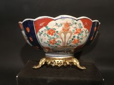 An Imari bowl on bronze gold-plated base - Japan - around 1900