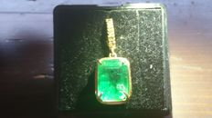 18 kt gold pendant with 6.00 ct natural emerald and diamonds - NO RESERVE PRICE