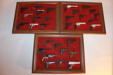 31 Miniature Pistols, Metal, Not Functional - Pistols and Revolvers – Scale 1: 2.5.
