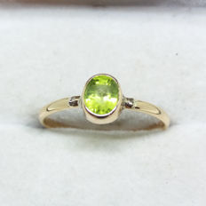 Vintage Old Cut natural Peridot Solitaire in Rose Gold band