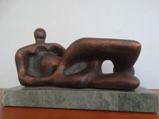 Henry Moore (after) -  Reclining female figure - Reproduction