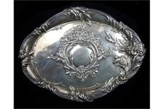 An Edwardian silver dressing table tray - Robert Pringle & Sons - London - 1907