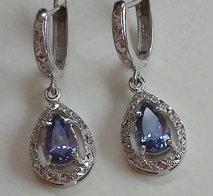 Tanzanite-brilliant stud earrings 5.68 g in total, 14 ct white gold  2,14 ct tanzanite .022 ctbrilliat - ear head dimensions: approx. 30 x 11mm