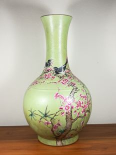 Famille Rose Vase - China - first half 20th Century - (Republic Period)