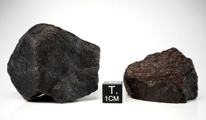 Lot: New chondrite meteorite NWA 11518, H5 - 104 g and chondrite NWA 11140, H3 - 36.2 g (2)