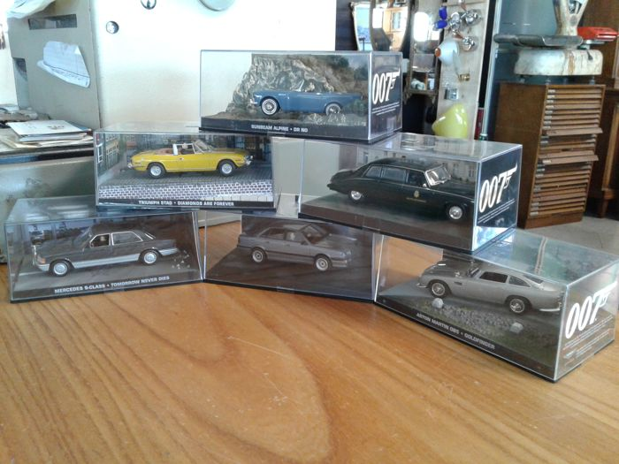 a nice collection of 6 diorama models of james bond 007 cars scale 1 43 2007 2007 2008. Black Bedroom Furniture Sets. Home Design Ideas