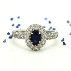 18 kt gold ring with sapphire and brilliant cut diamonds totalling 1.26 ct