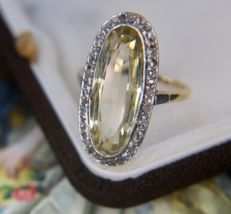 18Kt. gold ring with a 5.40 ct Citrine surrounded by 40 rose cut Diamonds (+/- 0.35ct)  from ca. 1930 Germany, No Reserve