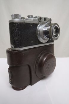 "The very first model is ""Zorki"".  KMZ (Krasnogorsk) 1948-1956."