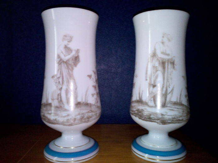 Lot of 2 vases in opaline, France, circa 1900