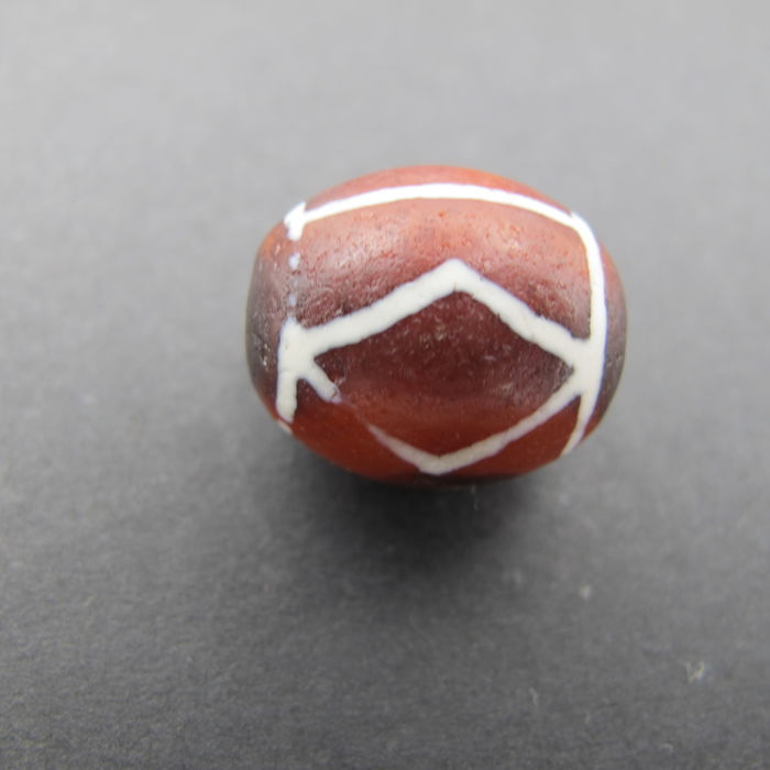 Red agate bead painted in Nepal. Size: 18.1 x 15.6 mm
