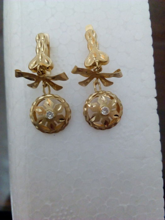 Earrings - 18 kt gold - Total weight: 2.5 g - Adorned with two zirconias