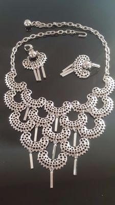 Vintage Signed Sarah Coventry set of Necklace and matching Earrings