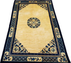 1920th Century Chinese Hand Knotted Area Carpet Rug 277 cm x 181 cm