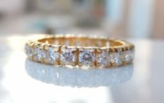 Full eternity wedding band ring in 18 kt yellow gold, with 22 F/VVS diamonds of 1.32 ct.