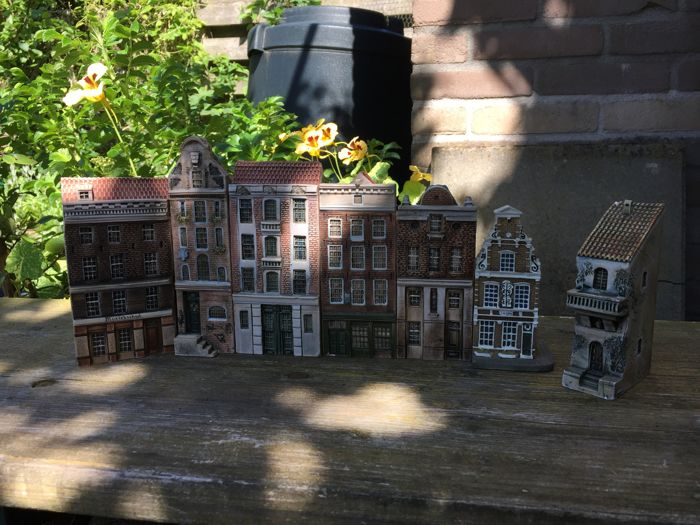 Gault miniature houses
