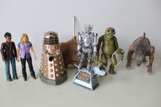 Doctor Who - 7 figures, inclucing radio controlled Dalek, Cyberman, Rose and others - BBC 2003/2004