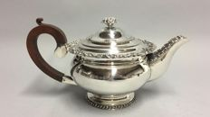 Exceptionally beautiful silver plated tea pot with wooden handle and silver plated knop, Sheffield, England, ca. 1920