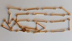 Very beautiful chain / alternating necklace of baguettes in 18 kt gold.