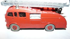 Dinky Supertoys - Scale 1/48 - Commer Fire Engine with windows and extending ladder No.955