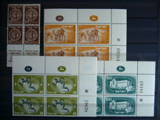Israel 1948/1990 - Collection of stamps in blocks of four, blocks and sheets in 2 stock books
