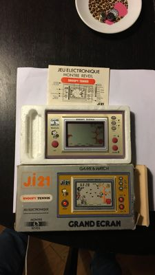 Nintendo Game & Watch Snoopy Tennis J.I21 France version