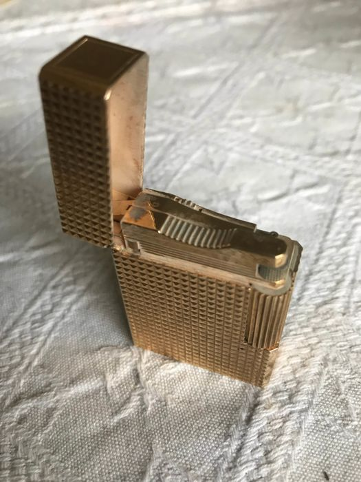 gold plated S.T. Dupont ladies lighter