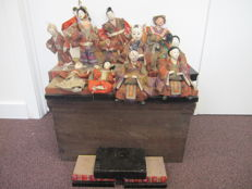 A very fine set of 13 traditional Hinamatsuri ningyo (dolls) with box - Japan - Mid/Late 19th century