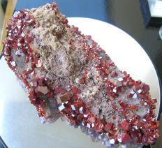 Vanadinite Wonderful and with shiny crystals - 18 x 9,5 x 6,5 cm - 1.100 gm