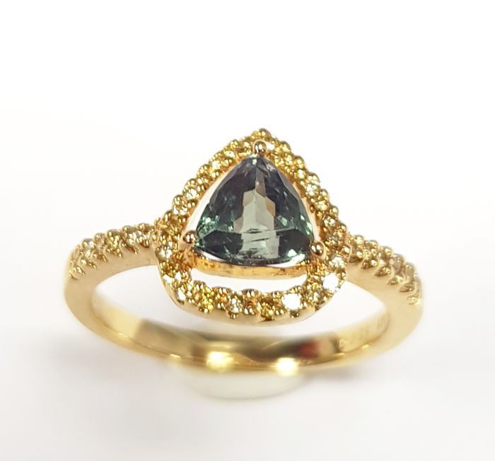 Color Change Alexandrite (1.06 carats) and Canary Diamond (0.21 carats) Ring in 18 kt Yellow Gold- FREE SHIPPING
