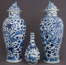 Collection of 3 vases, decorated with dragons and kylins, all marked Kangxi - China - 19th century