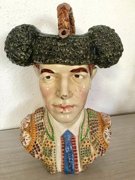Fuentes Bullfighter - Giant Jug - Manises Ceramic, around 1952, Spain - registered and signature on the base