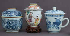 Porcelain cups with lids and a jar with lid - China - 18th century