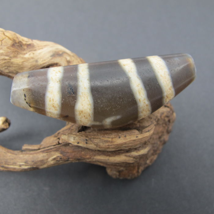 Large agate beads. Age: 14-16 century. Size: 48.1-17 mm