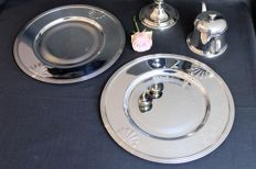 2 silver-plated underplates - scallop - Christofle, Paris