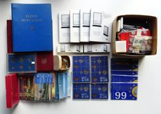 The Netherlands and the world - batch of miscellaneous in albums, coin sets, boxes and loose, filled box (8½ kg.)